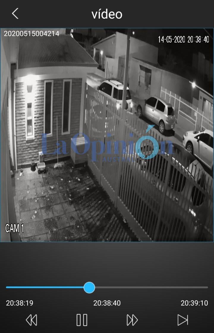 Al menos dos encapuchados llegaron en una Eco Sport hasta la casa del dirigente de la UOCRA, Damián Quinteros.