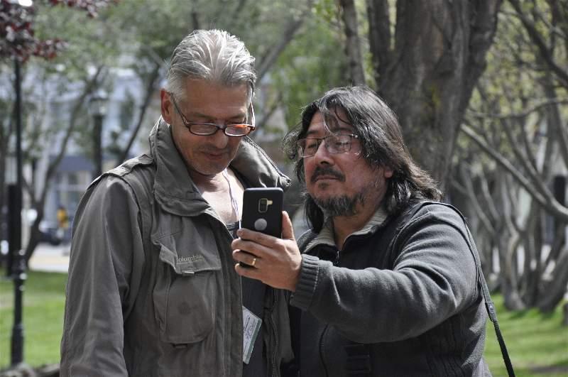 Jorge Ibáñez y José Silva en el acto homenaje en la Plaza San Martín en 2020: Foto: Mirta Velásquez/La Opinión Austral