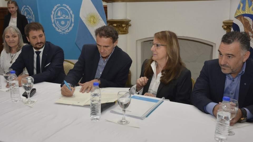 En febrero, el ministro Katopodis y la Gobernadora firmaron el convenio para el Plan Argentina Hace