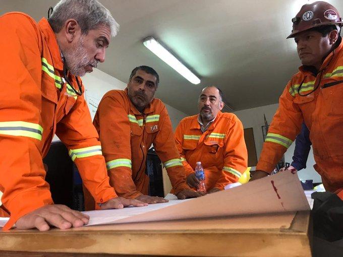 El interventor de YCRT, Aníbal Fernández, dialogando con los trabajadores