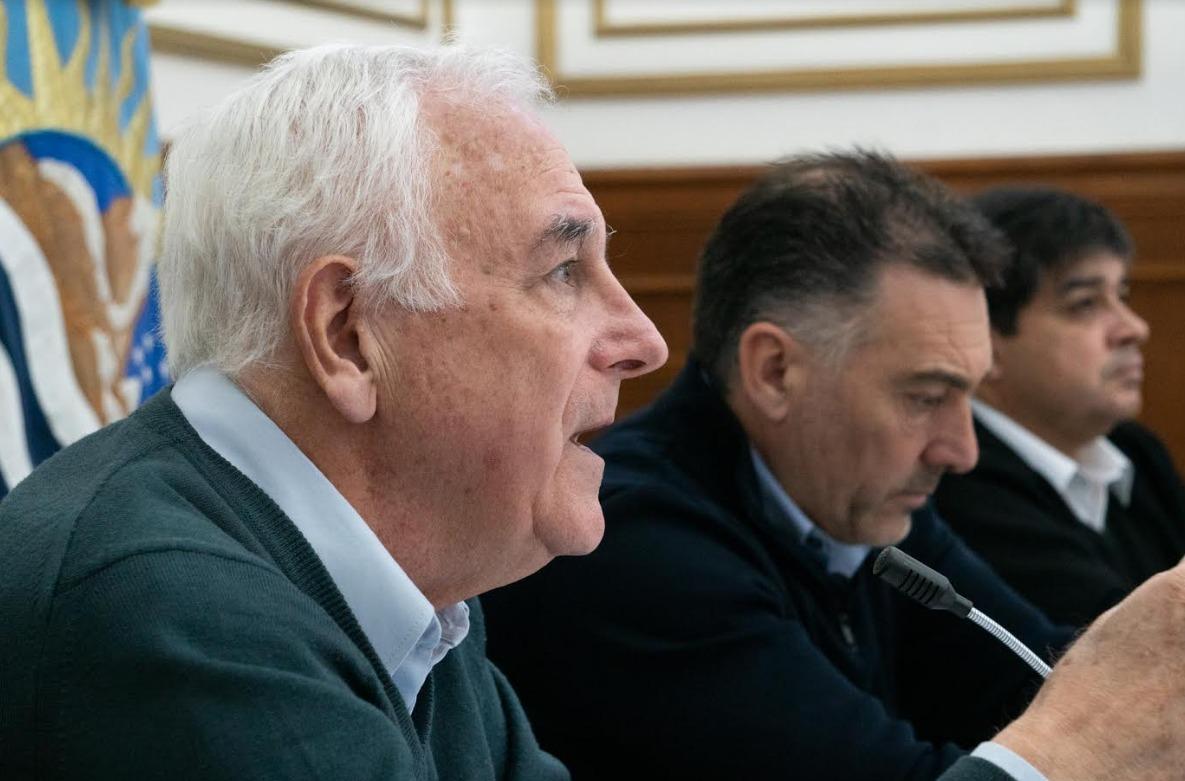 Nadalich y Álvarez, junto al secretario García, dialogando con los diputados y diputadas en videoconferencia.