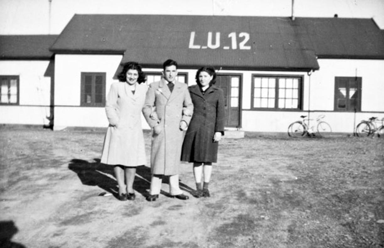 """En la Planta de LU12, """"Titina"""" Scola, Demetrio y Aurora Barbería, años 40. FOTO GENTILEZA JULIO BELTRÁN"""