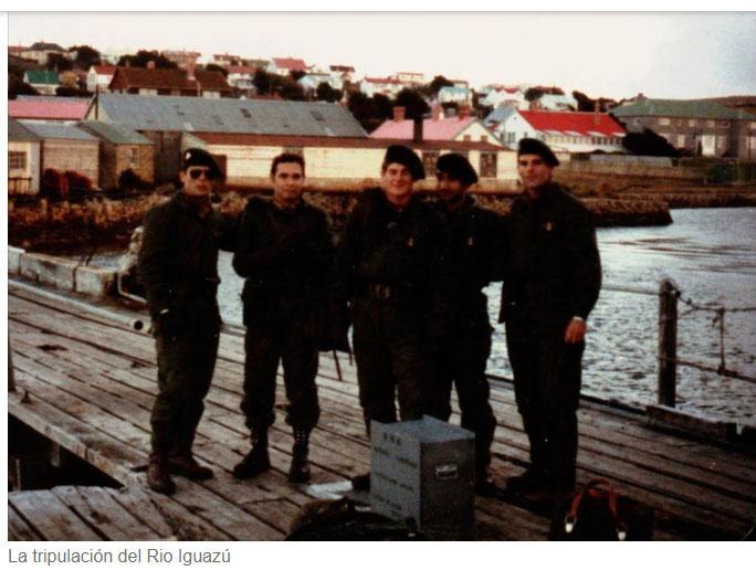 La tripulación del Río Iguazú que combatió el 22 de mayo