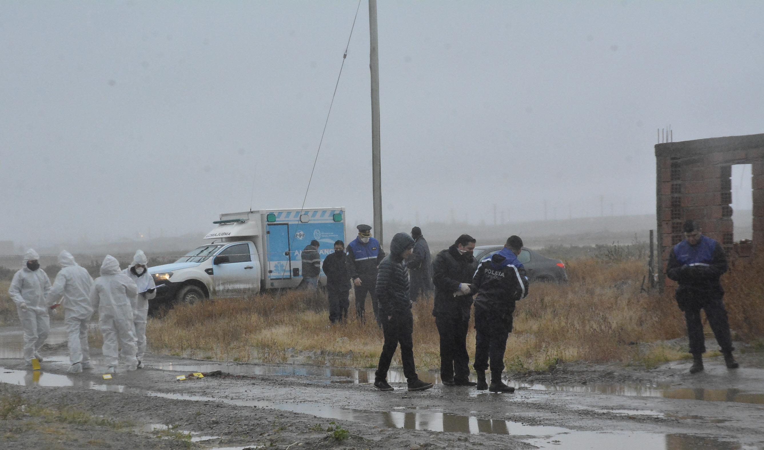 Comisaría Séptima, la División de Investigaciones y Criminalística, trabajaron en el lugar. FOTO: JOSÉ SILVA