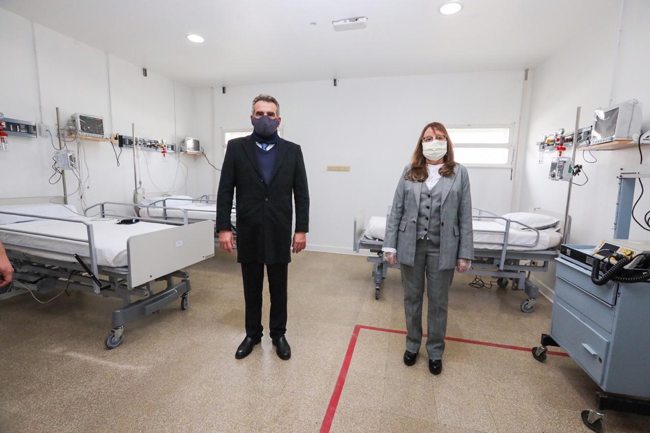 En mayo del 2020, el ministro de Defensa, Agustín Rossi, visitaba las instalaciones del Hospital Militar.