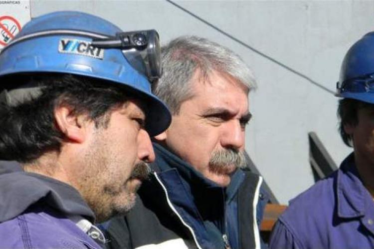 Fernández dialogando con los mineros durante su última visita a la mina