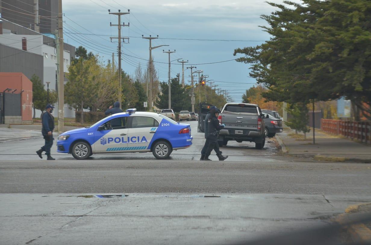 El tránsito debió interrumpirse por las pericias policiales. FOTO: JOSÉ SILVA