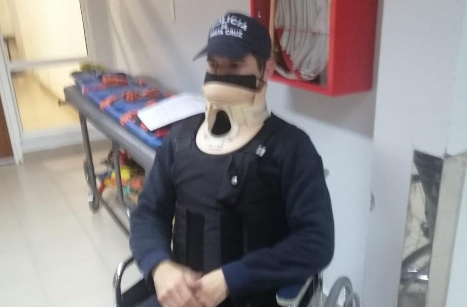 Uno de los policías agredidos.
