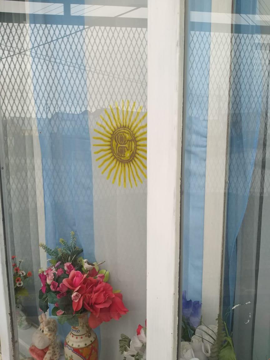 Ester, desde la ventana de su casa.