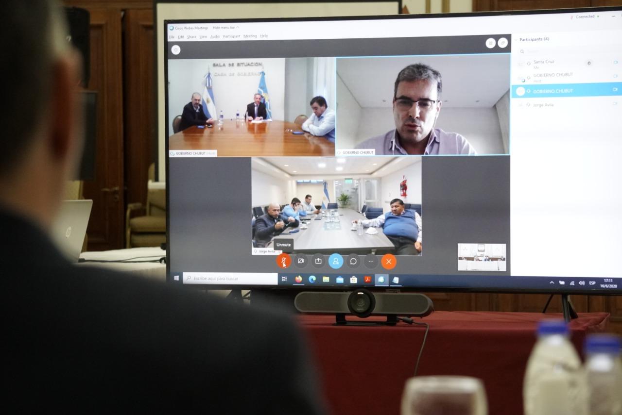 Alicia Kirchner y Mariano Arcioni, través de una videoconferencia, hablaron de la situación epidemiológica de Santa Cruz y Chubut.