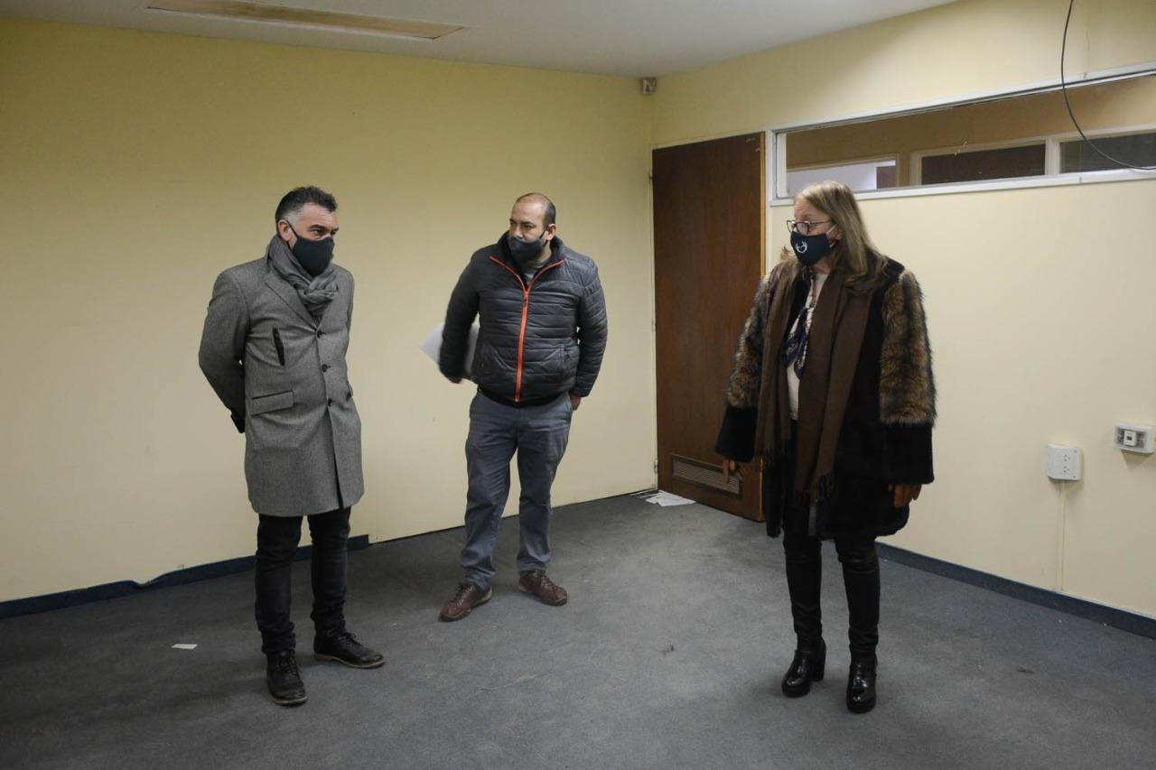 Alicia Kirchner junto a Leonardo Álvarez y Bárbara Weinzenttel recorrieron las instalaciones del ex edificio del IDUV.
