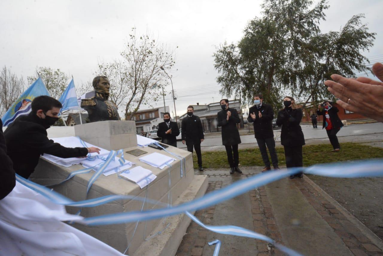 La ceremonia se realizó en la plaza Manuel Belgrano. FOTO: JOSÉ SILVA