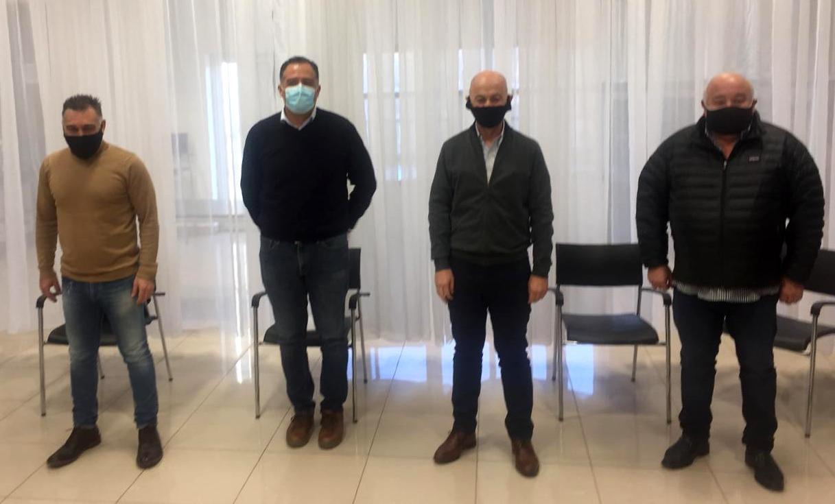 El jefe de Gabinete de Santa Cruz, Leonardo Álvarez, el vicegobernador Eugenio Quiroga, y el intendente de Caleta Olivia Fernando Cotillo.