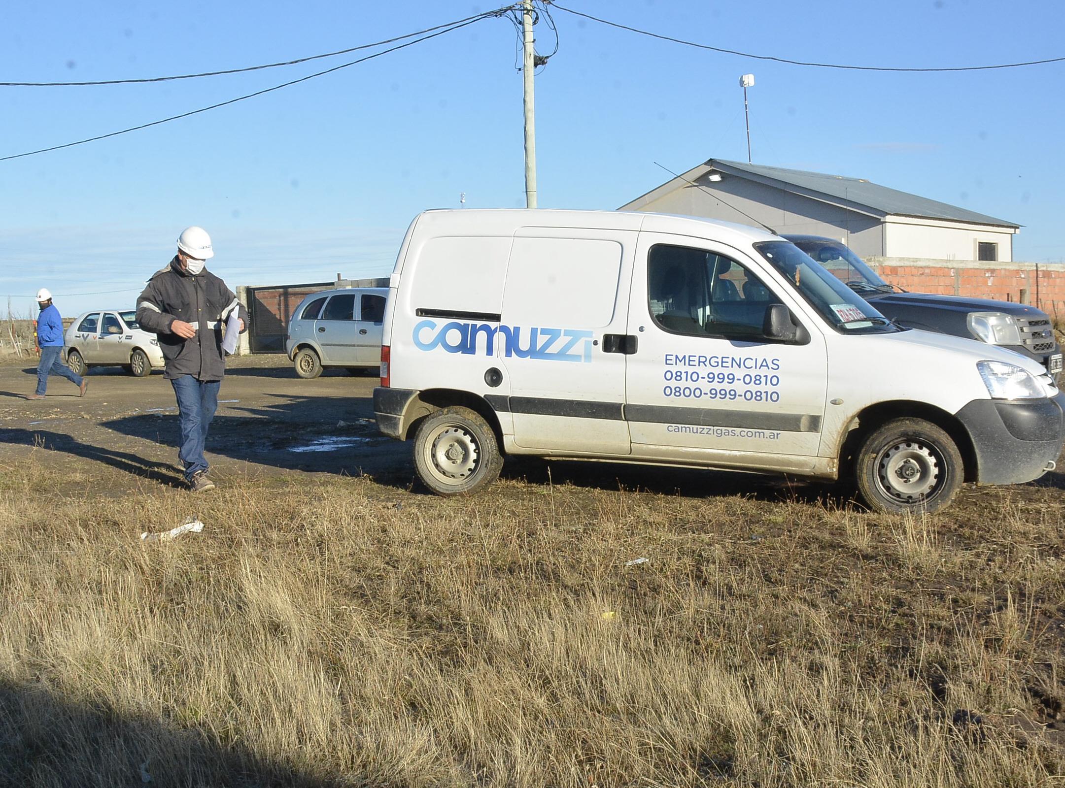 Camuzzi visitó el barrio para que los técnicos y representantes de las empresas que licitaron la obra hicieran una recorrida