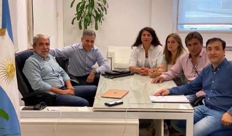 El interventor de YCRT, Aníbal Fernández, el diputado nacional Pablo González, la senadora Ana María Ianni, la diputada Paola Vessvessian, el diputado Juan Vázquez y el intendente de Río Gallegos Pablo Grasso.
