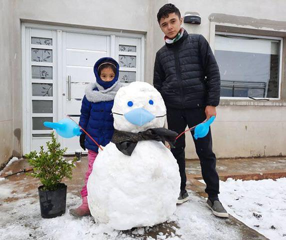 Iara y Axel Cruz crearon un muñeco con accesorios incluidos.