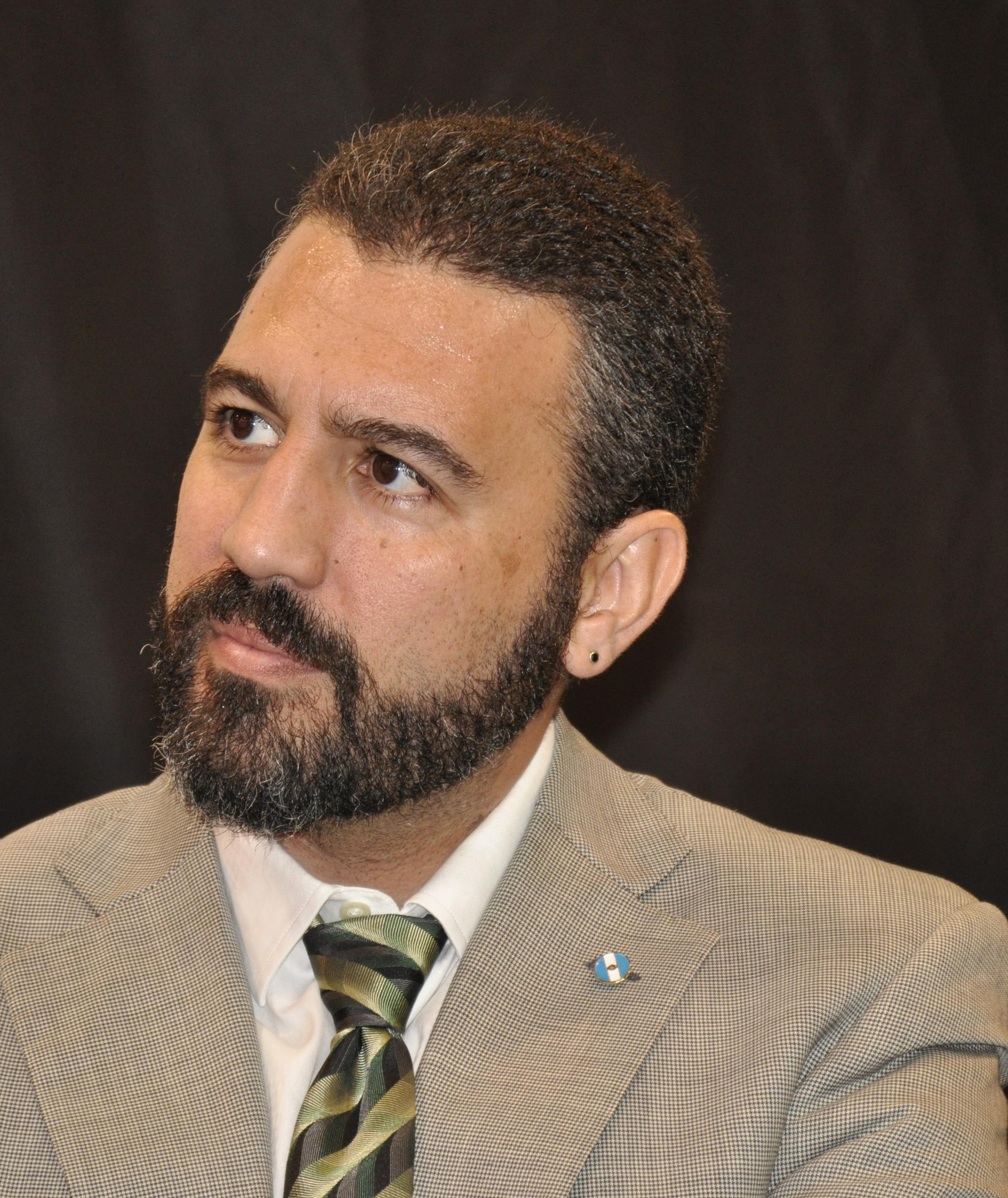 Robles, secretario de Hacienda.