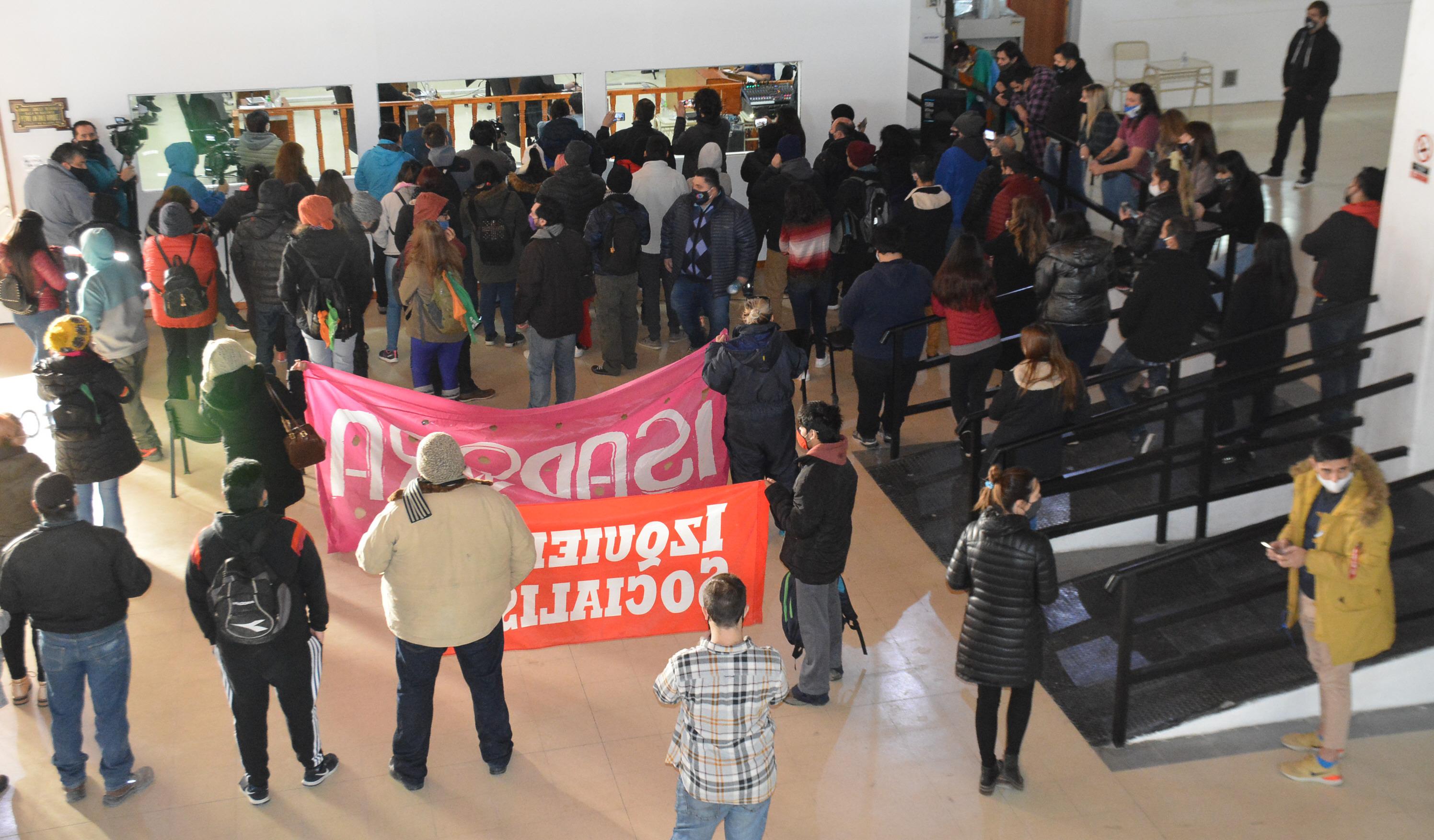 Agrupaciones y el Partido Obrero acompañaron a los padres de las nenas. FOTO: JOSÉ SILVA