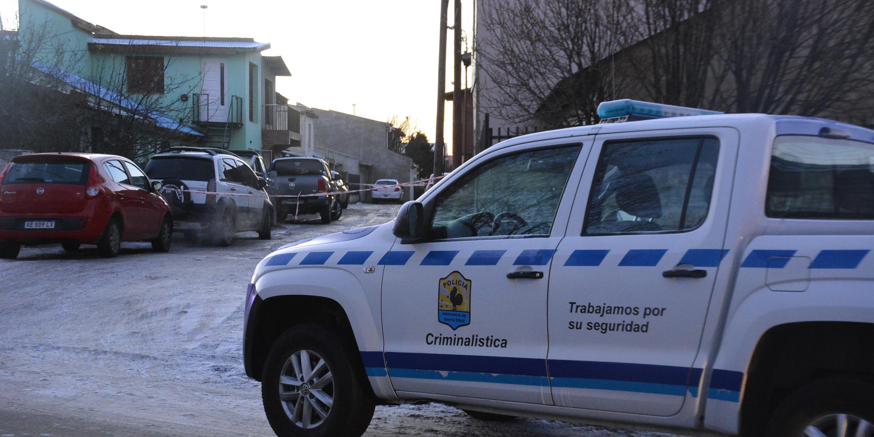 Personal de la División Criminalística trabajó en el lugar. También la Comisaría Segunda y Bomberos. FOTO: JOSÉ SILVA