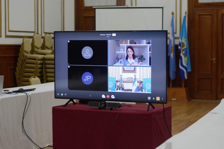 Alicia Kirchner y María Eugenia Bielsa firmaron el convenio que dará respuesta a la emergencia socio sanitaria