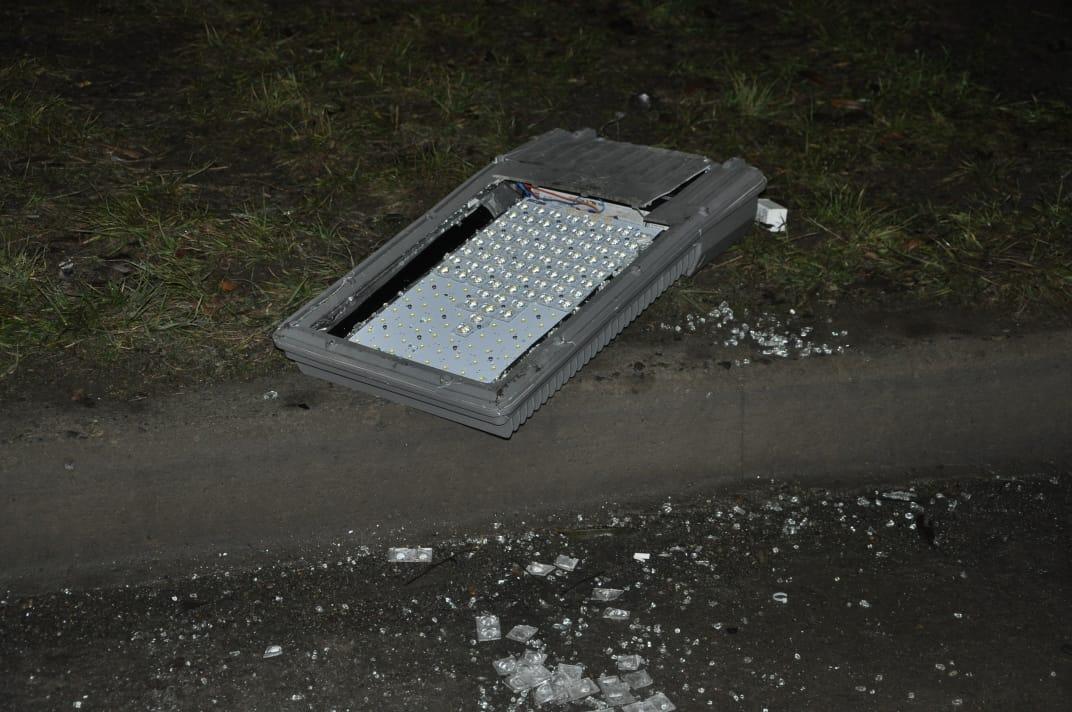 Las partes del vehículo quedaron desperdigadas en el lugar del accidente. FOTO: MIRTA VELÁSQUEZ
