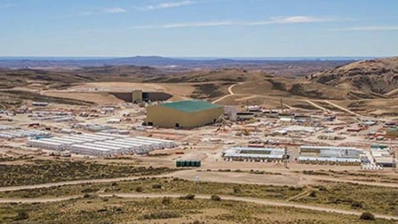 1.400 operarios quedaron 'rehenes' del reclamo de la UTA en el yacimiento.