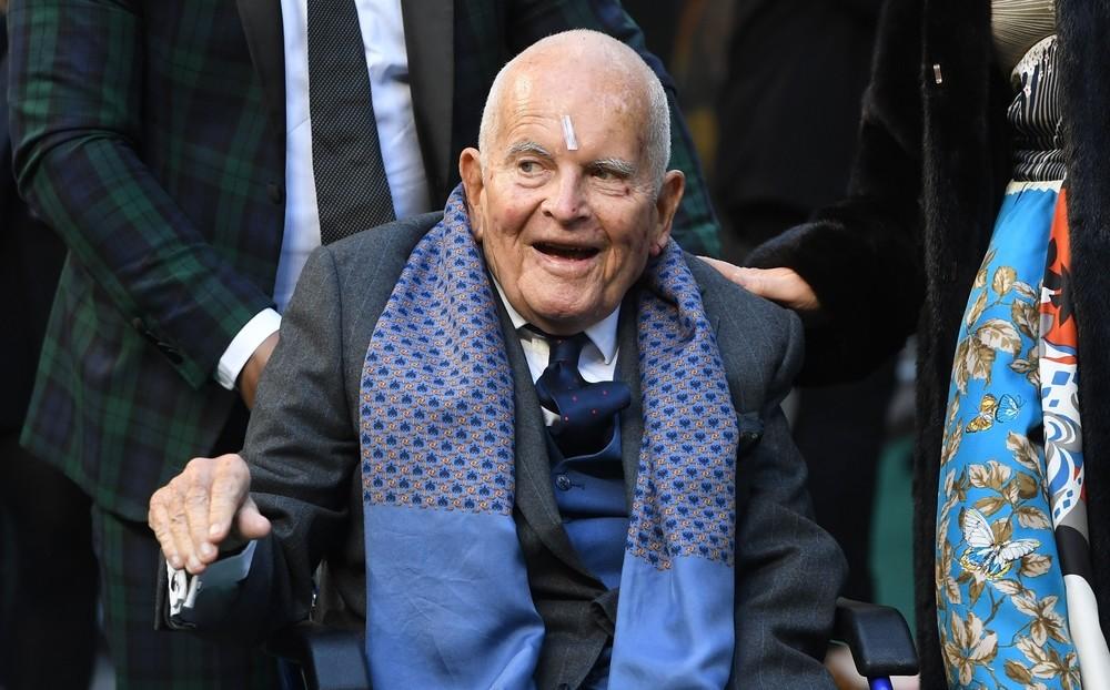 Sir Holm tenía 88 años.