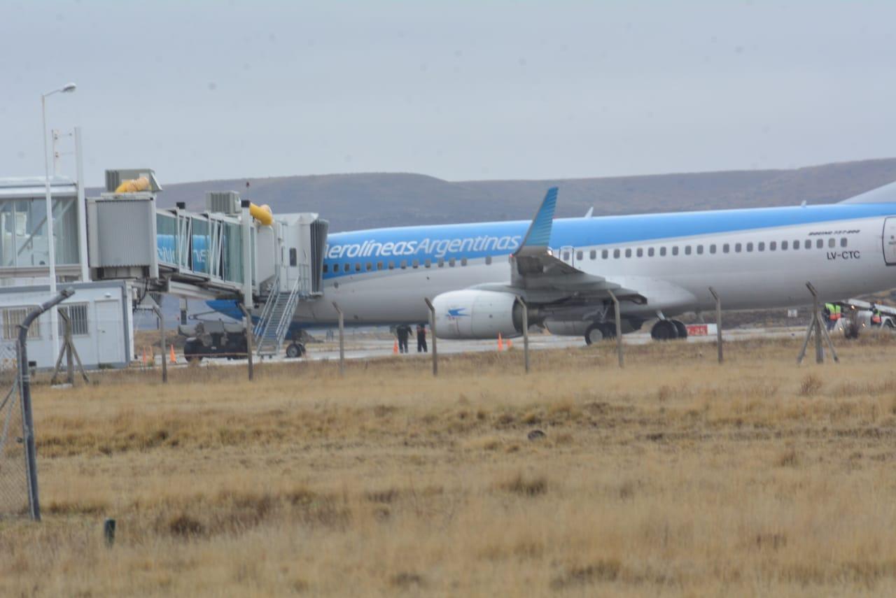 Cerrado: ya notificaron a más de 60 aviones que podrían pasar por el aeropuerto de Río Gallegos
