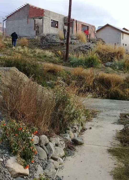 Su celular y su campera fueron encontrados esta tarde en una obra en construcción. (FOTO: AHORA CALAFATE).