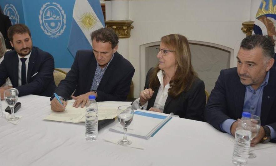 13/02/20, Katopodis y Alicia firman el convenio junto a Zuliani y Álvarez.