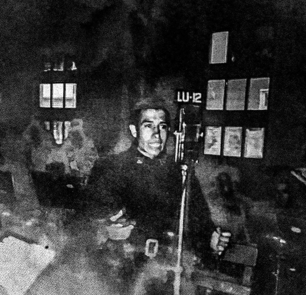 Juan en LU12, cantando folclore en la década del '60.