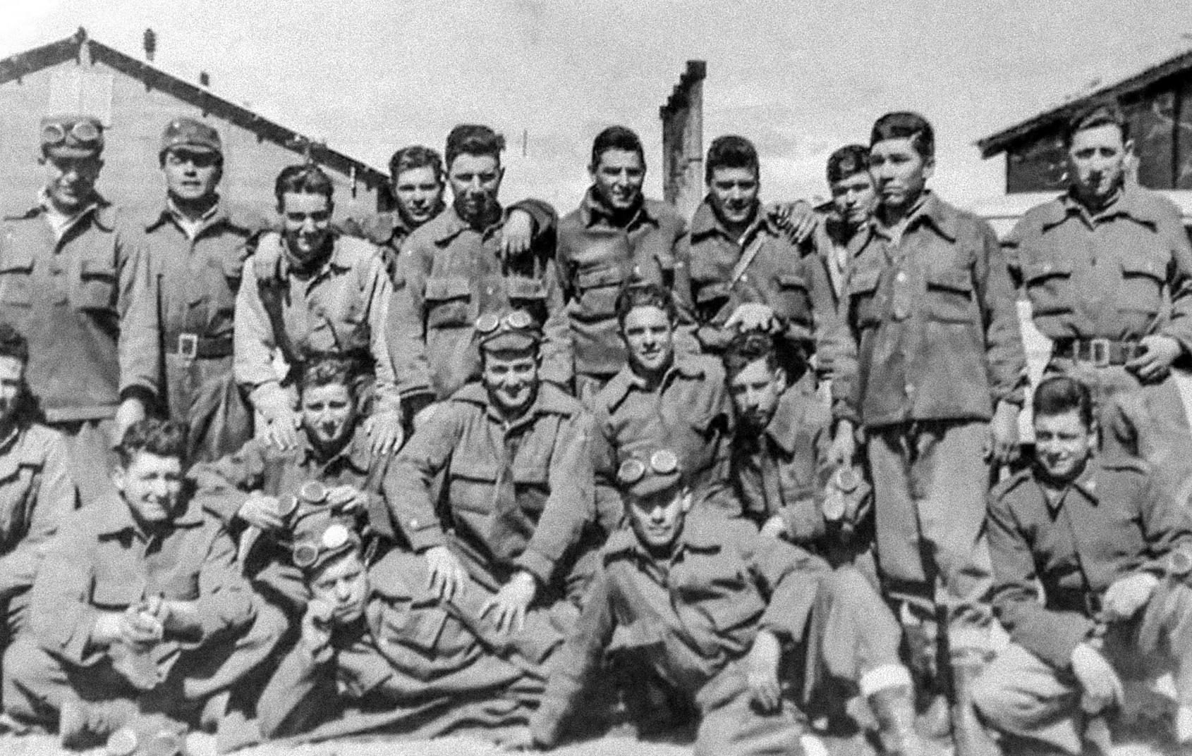 Hizo el Servicio Militar Obligatorio en Río Gallegos, donde conoció a Máximo.