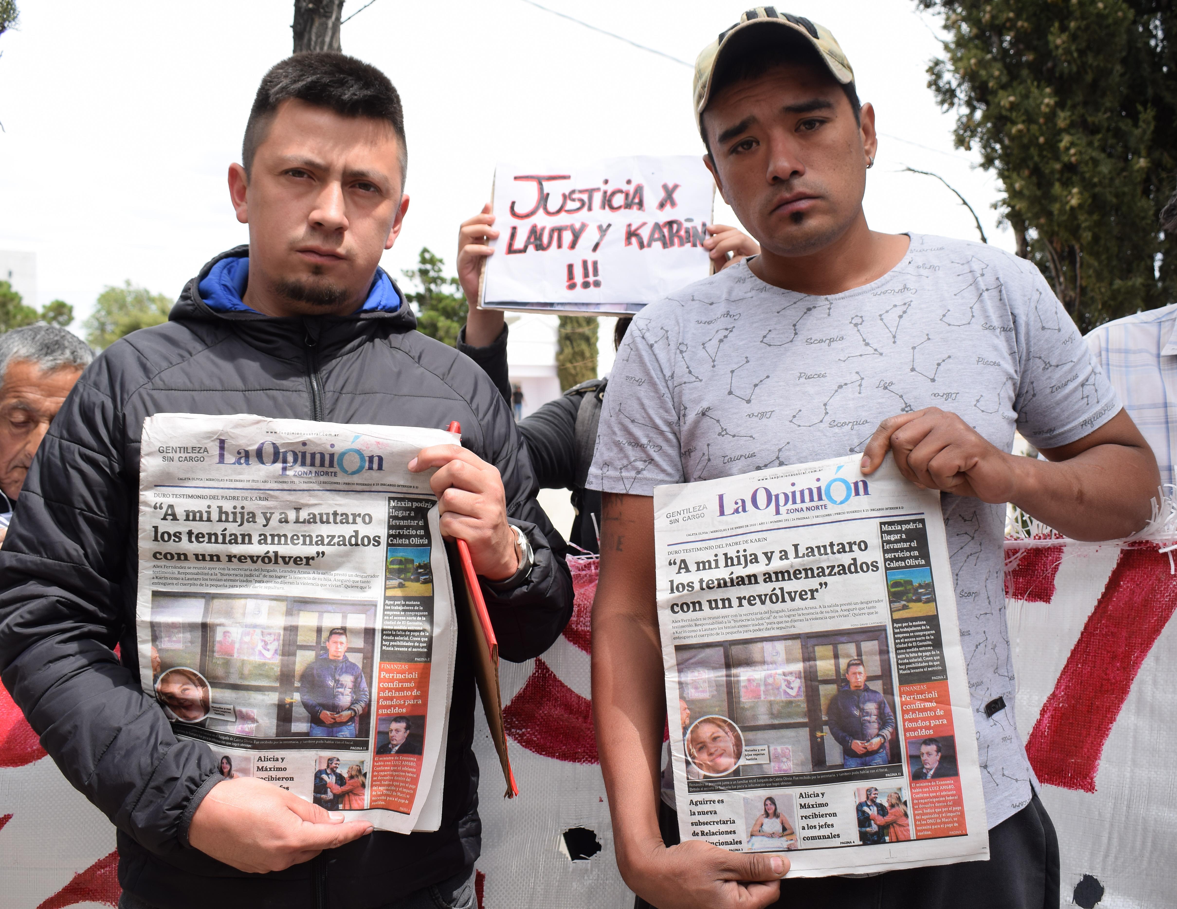 Los padres de Lauty y Karin, los niños que murieron carbonizados junto a su madre Natasha Shucmacher. Imagen de las primeras marchas de los familiares pidiendo 'Justicia'. FOTO: DAVID CAPITANELLI / LA OPINIÓN ZONA NORTE