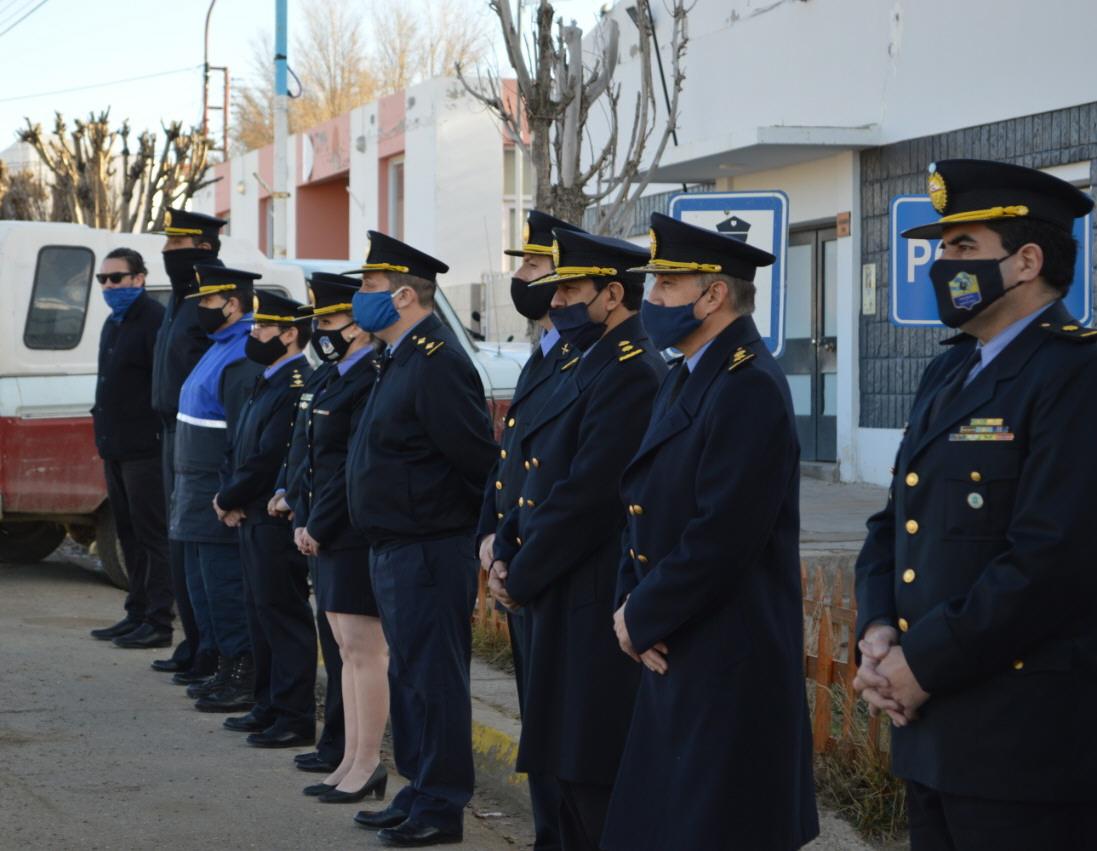 Policía de Santa Cruz rindió un sentido homenaje.