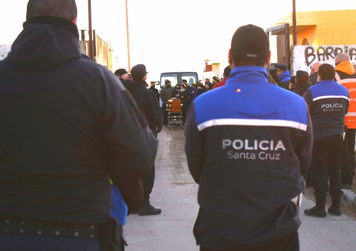 Comisarios de la zona norte despidieron los restos. FOTO: DAVID CAPITANELLI