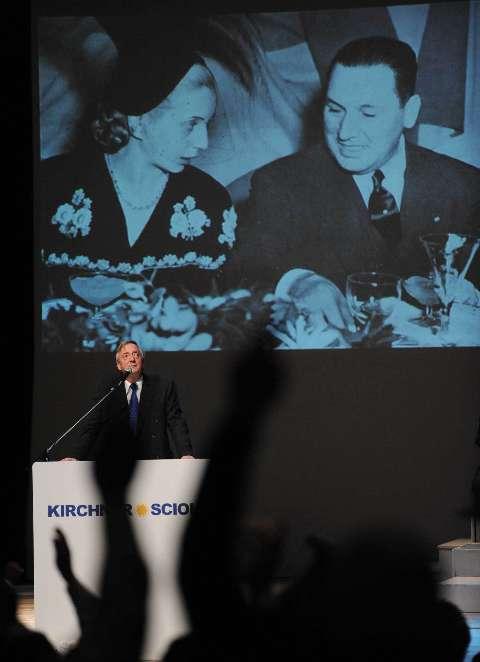 El acto de Néstor Kirchner, donde presentó su candidatura a diputado junto a Daniel Scioli, el jueves 14 de mayo de 2009 en el Teatro Argentino de La Plata.