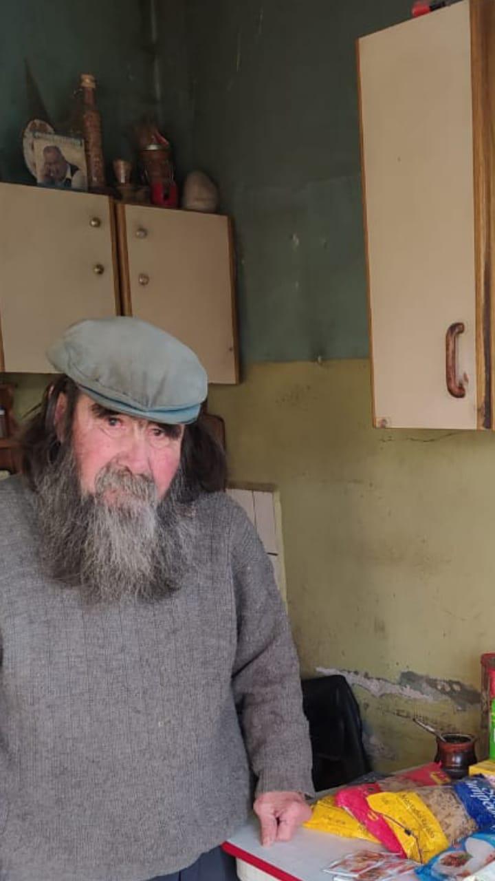 Atilio Antinao (76) vive en el ex destacamento policial Las Sierras.