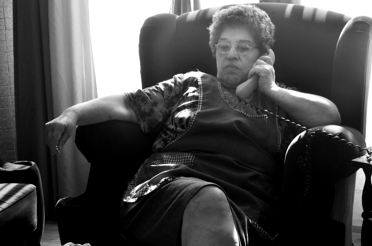 El teléfono de Raquel suena todo el día. Desde siempre, tiene una vida social muy activa. FOTO: Carola Borquez