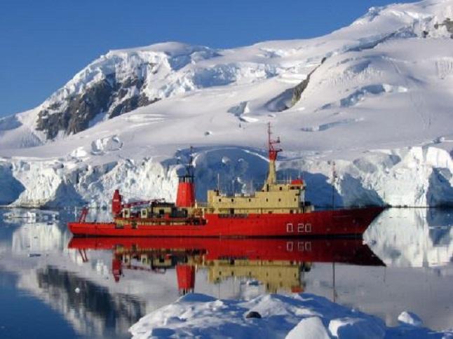 El buque Puerto Deseado.