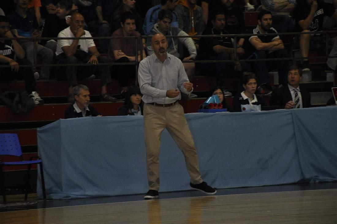 El técnico de Hispano Básquet Javier Bianchelli decidió irse del club y volver a Mar del Plata.