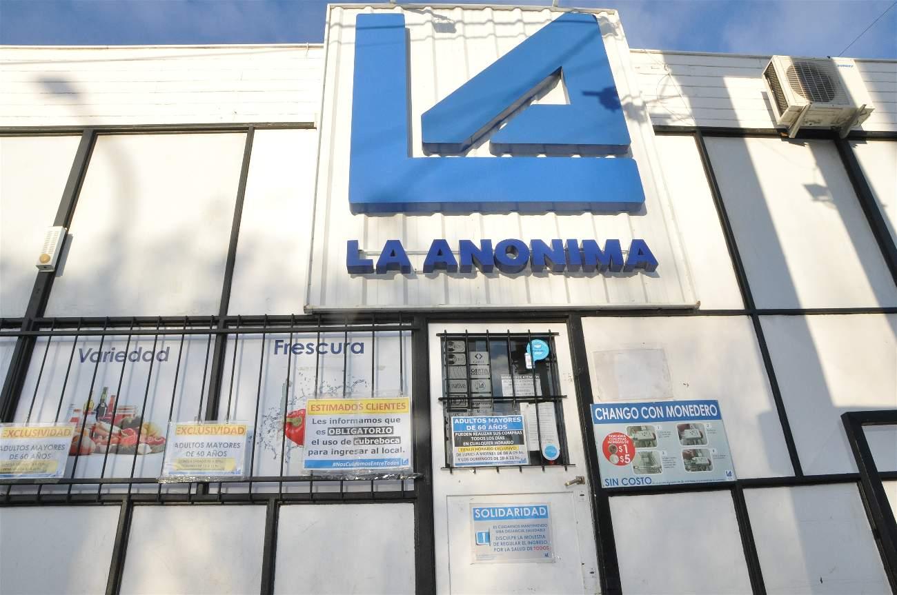 Por los casos de COVID-19 en Río Gallegos, se tuvo que desinfectar completamente la sucursal de La Anónima de calle Corrientes, ya que los contagiados habrían ido a comprar días antes de ser testeados.