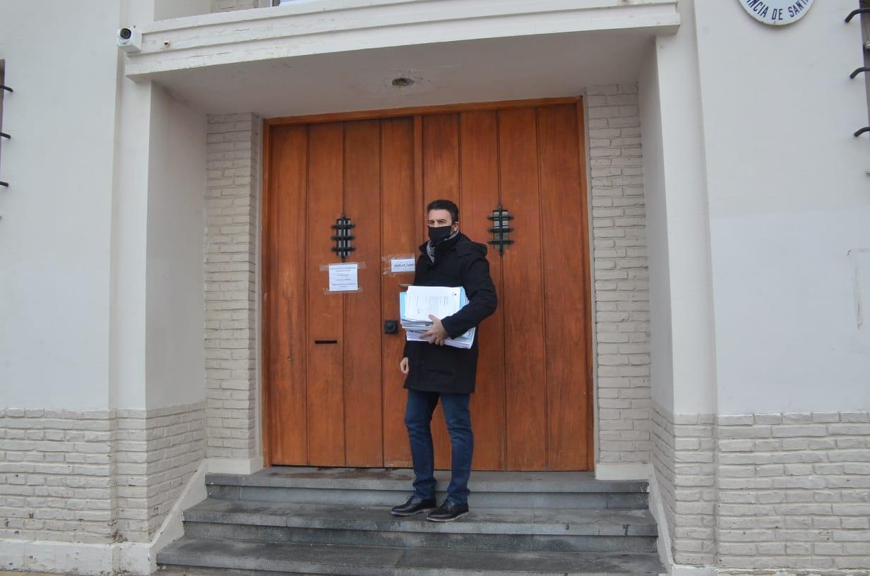 El actual secretario de Hacienda llevó los papeles del acuerdo y de los giros a la empresa para ser investigados. FOTO: JOSÉ SILVA