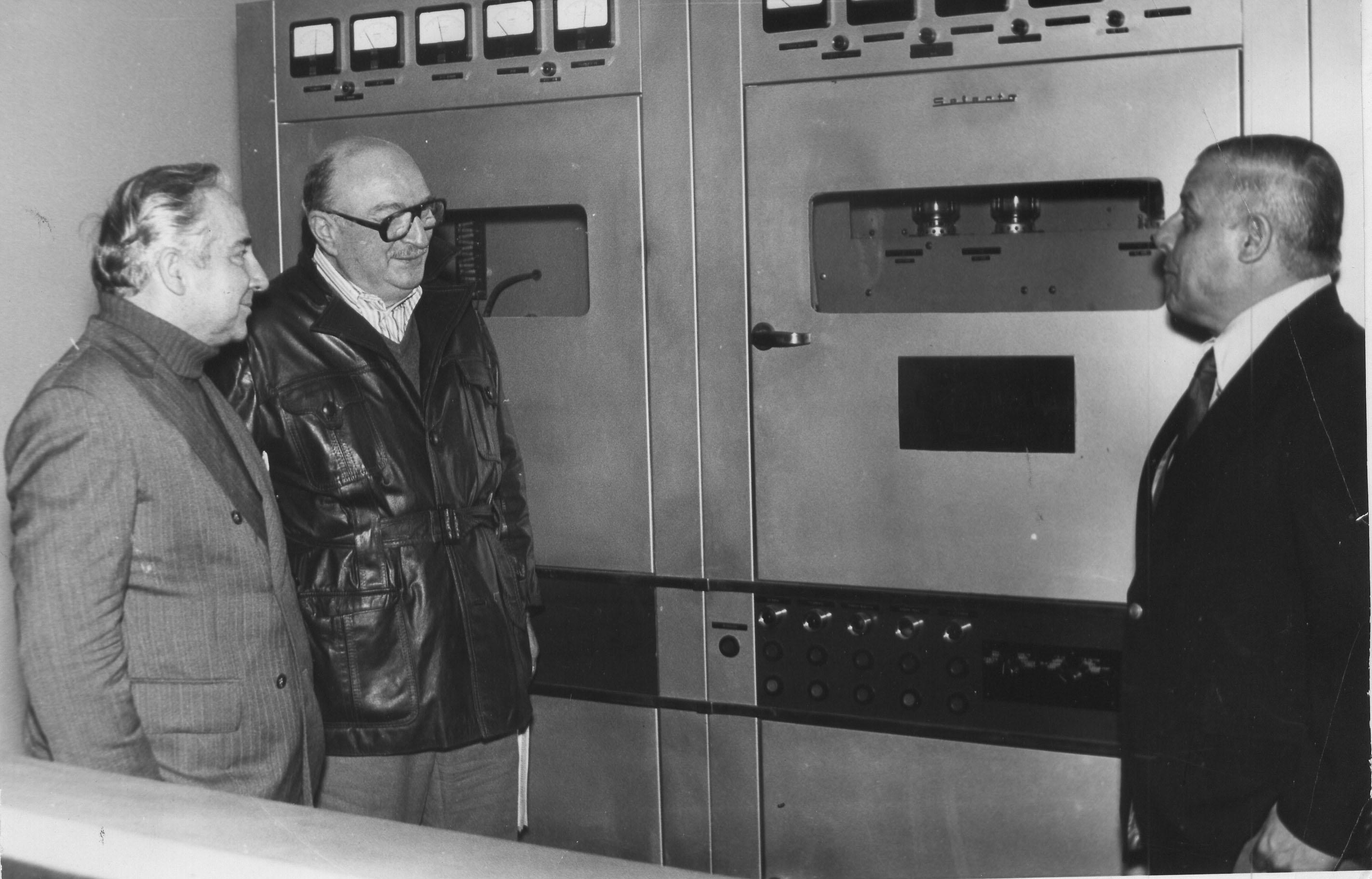 Alberto Segovia equipo transmisor reemplazado en 1965.