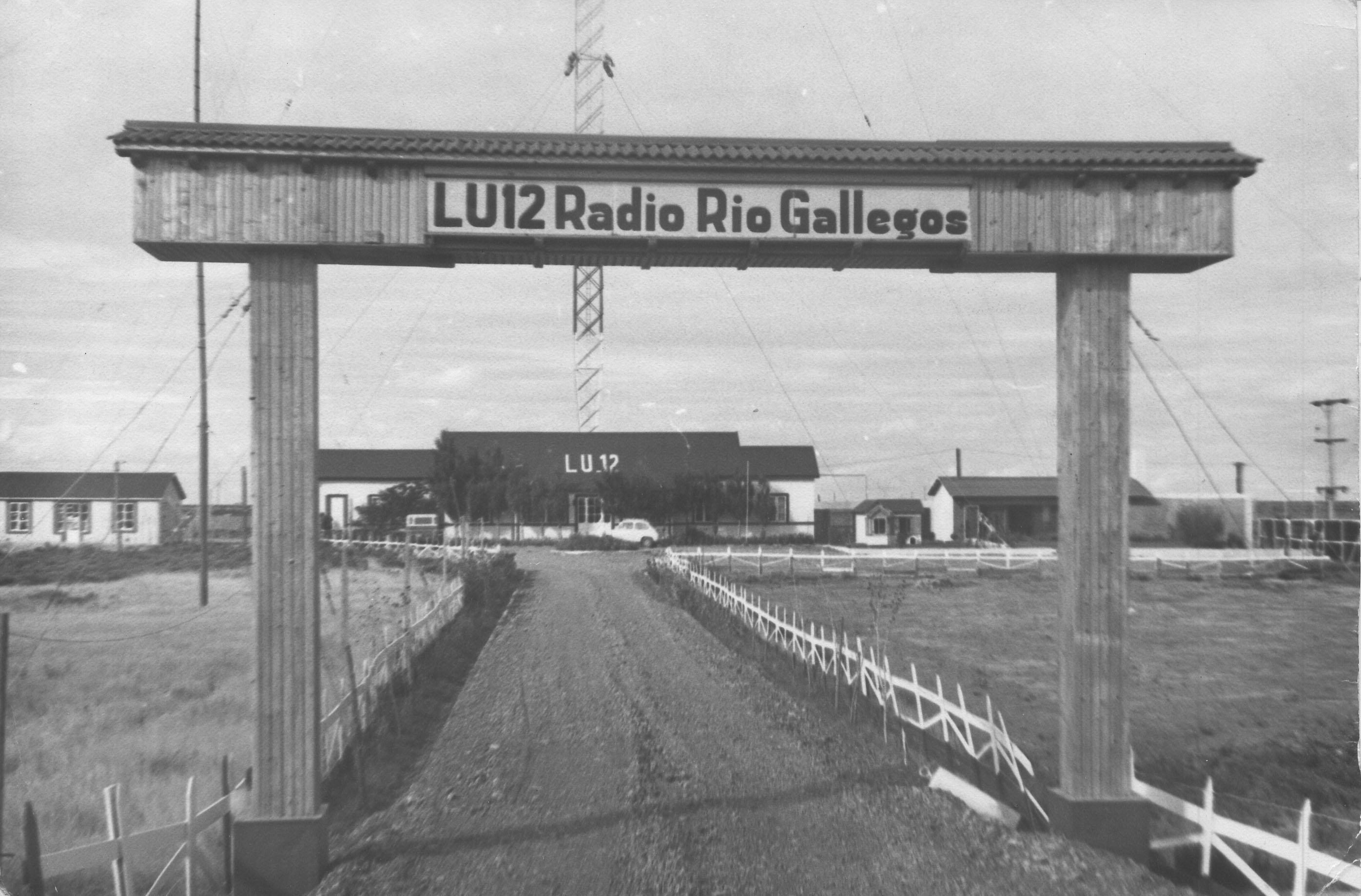 Complejo de la planta transmisora de LU12 Radio Río Gallegos ubicado en el kilómetro 2795 de la Ruta 3.