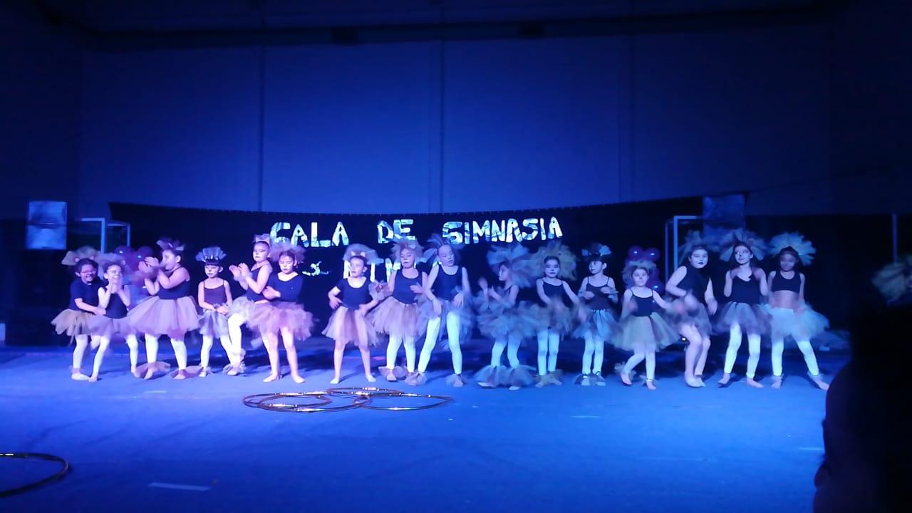El grupo de Principiantes 6, 7 y 8 años en la Gala de fin de año.