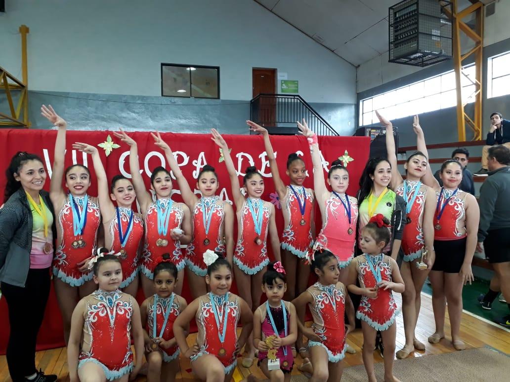 Las gimnastas del ABC participando en un certamen en el vecino país de Chile.