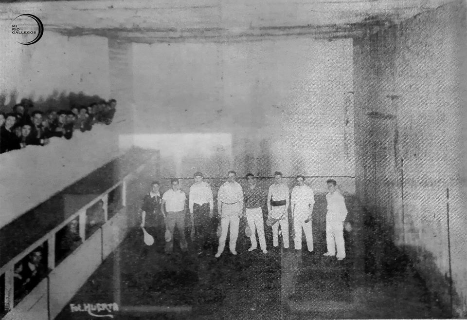 Año 1934. La antigua cancha del Atlético Boxing Club que se salvó del incendio de la sede de la calle San Martín. Hoy se llama 'Nino' Tourville. grandes y esforzados valores de la paleta local de los últimos 15 años. FOTO GENTILEZA: FAMILIA TOURVILLE