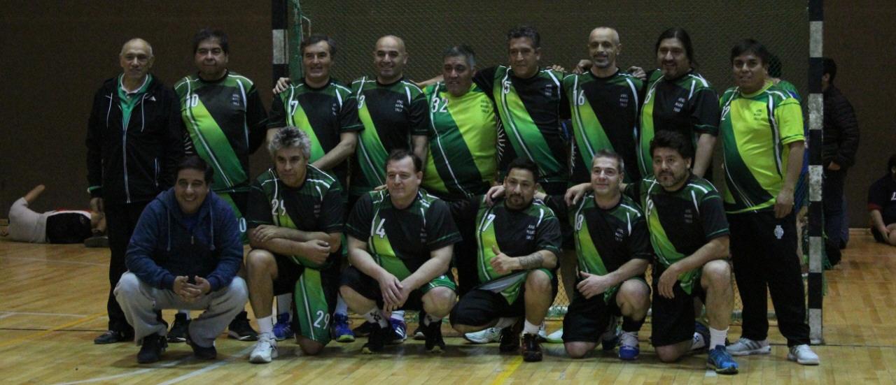 El equipo se reencontró 25 años después, jamás imaginaron que recorrerían el país con el Maxi Handball.