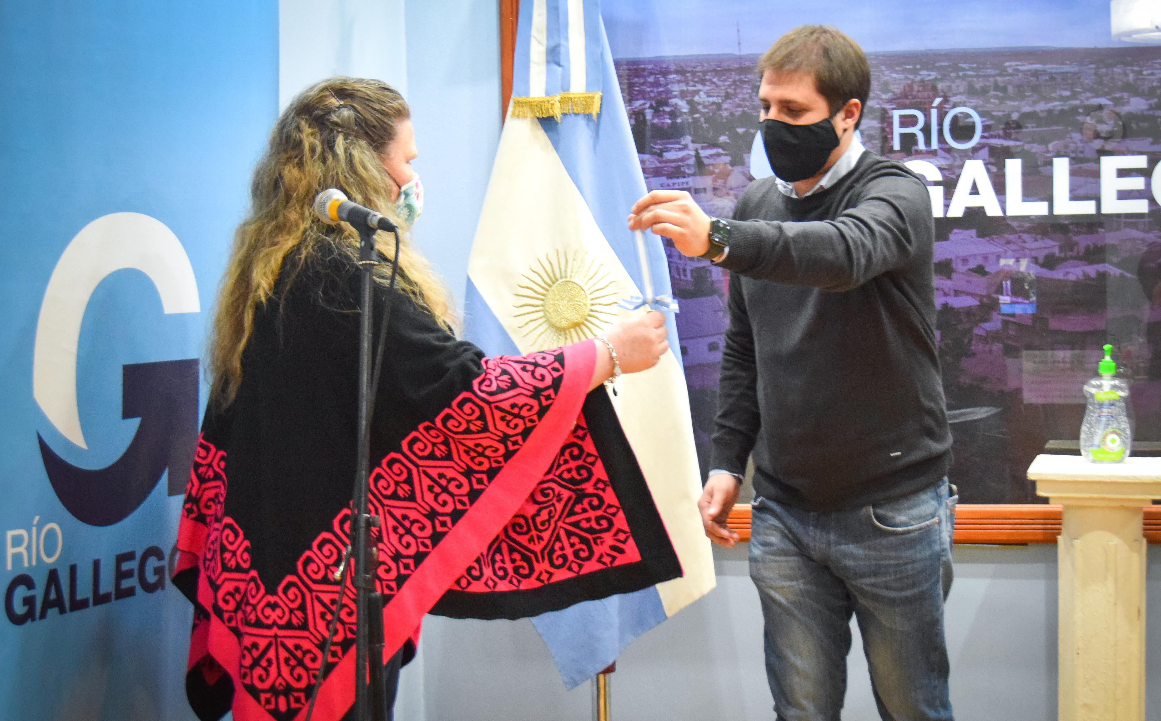 El intendente Pablo Grasso y el ministro de Gobierno, Leandro Zuliani, estuvieron junto a dos beneficiarias del plan