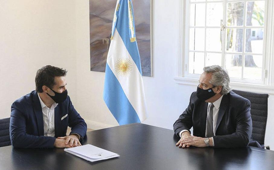 Darío Martínez junto al Presidente